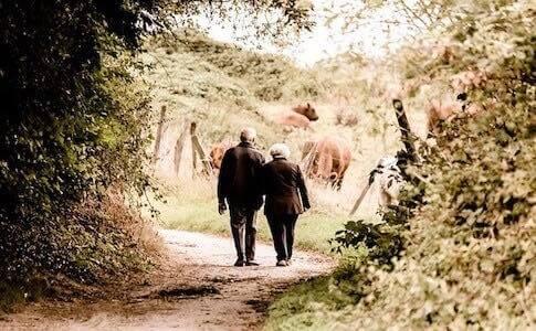 健康寿命と平均寿命の違いとは?人の手を借りる必要が出てくる年齢のこと