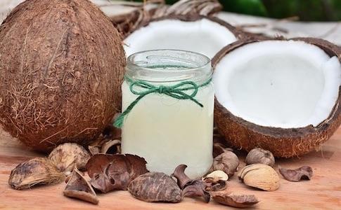ココナッツオイル、ヤシ油、パーム油、植物油脂の違いとは?どれが健康的に安全?